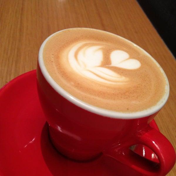 Foto tomada en Ports Coffee & Tea Co. por Chris el 4/13/2013