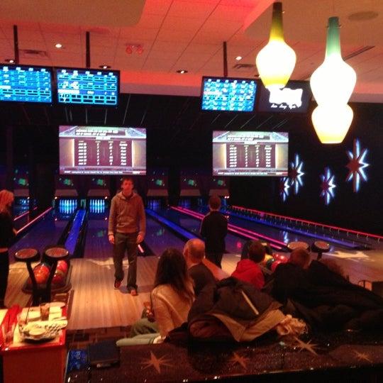 Снимок сделан в Kings Dining & Entertainment пользователем G E. 12/28/2012