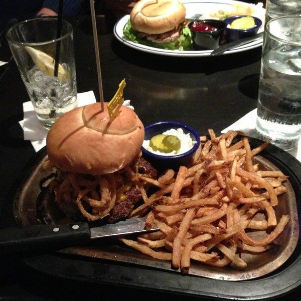 6/21/2013에 Sean E.님이 Ike's Food & Cocktails에서 찍은 사진