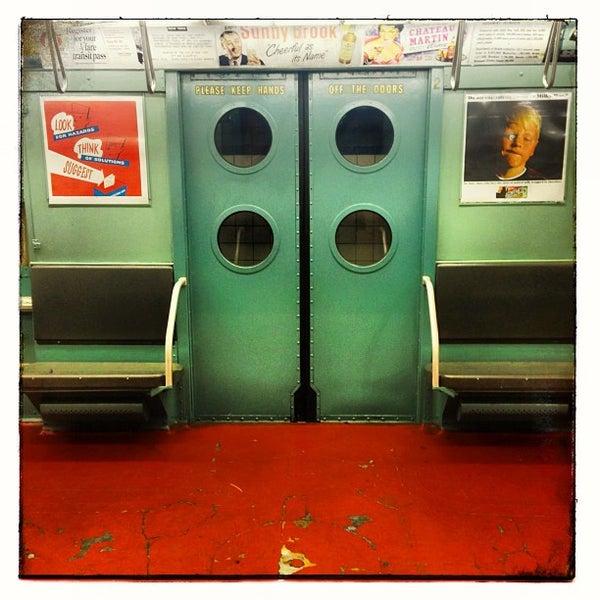 Foto diambil di New York Transit Museum oleh Clay W. pada 5/1/2013