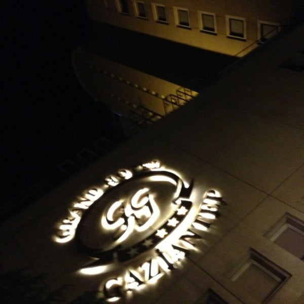 Das Foto wurde bei Grand Hotel Gaziantep von Huseyin O. am 5/4/2013 aufgenommen
