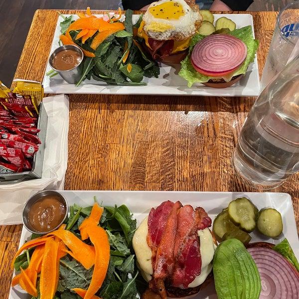 Photo prise au Mudville Restaurant & Tap House par Erica G. le7/7/2021