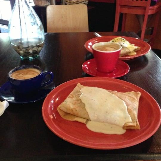 10/13/2012にBrian M.がFrogg Coffee Bar and Creperieで撮った写真