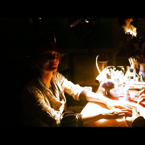 Foto diambil di Beauty Bar oleh Crystal B. pada 11/14/2012