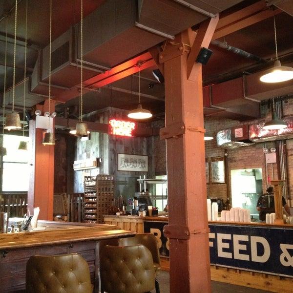 รูปภาพถ่ายที่ Mable's Smokehouse & Banquet Hall โดย Bill B. เมื่อ 8/4/2013