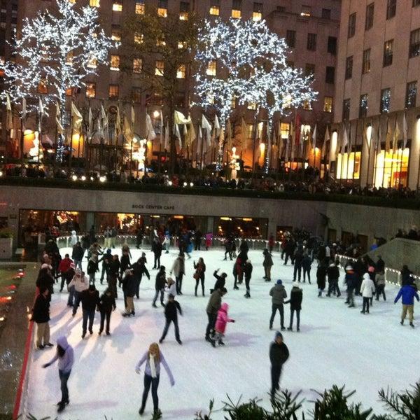 Das Foto wurde bei The Rink at Rockefeller Center von Regina P. am 12/29/2012 aufgenommen
