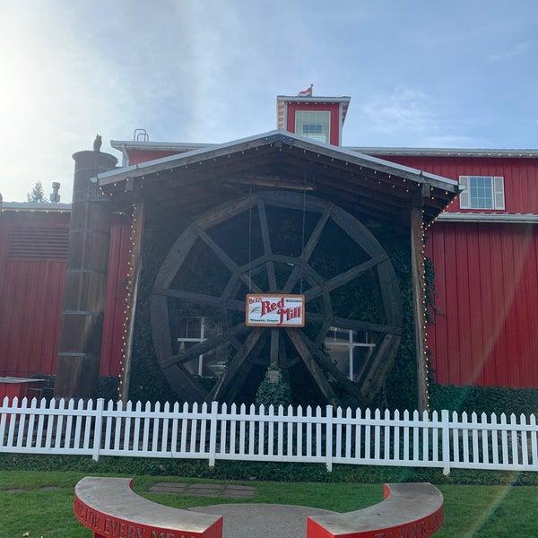Foto tirada no(a) Bob's Red Mill Whole Grain Store por Lesley E. em 11/23/2019