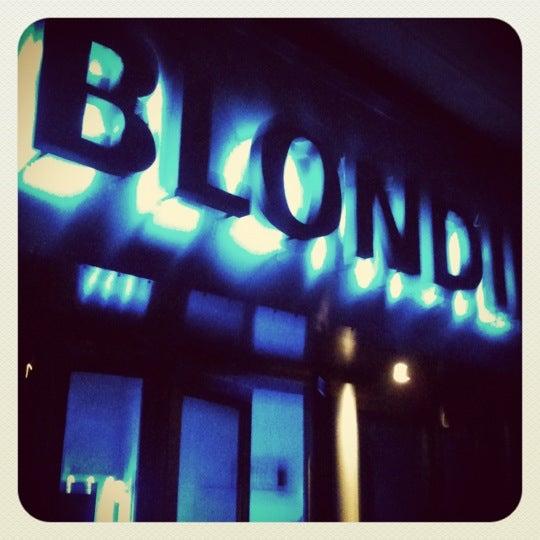 รูปภาพถ่ายที่ BLONDIE โดย Rodrigo M. เมื่อ 10/27/2012
