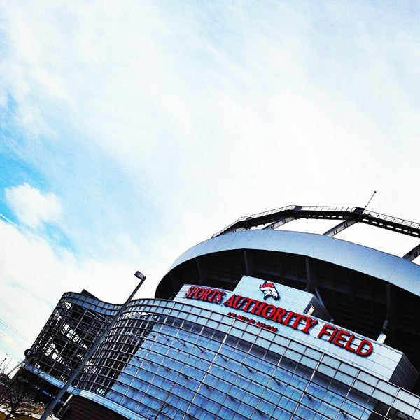 Foto diambil di Broncos Stadium at Mile High oleh HEATHER K. pada 4/19/2013