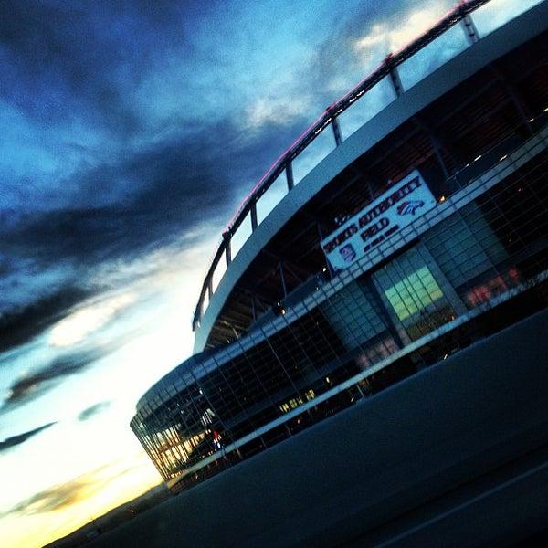 Foto diambil di Broncos Stadium at Mile High oleh HEATHER K. pada 12/2/2012