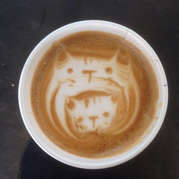 Das Foto wurde bei Elite Audio Coffee Bar von Matthew K. am 12/12/2013 aufgenommen