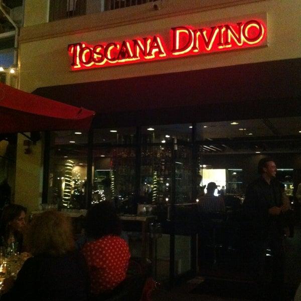 Снимок сделан в Toscana Divino пользователем Elvira C. 12/30/2012