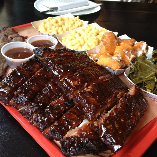 รูปภาพถ่ายที่ Mable's Smokehouse & Banquet Hall โดย Dominique เมื่อ 4/26/2013