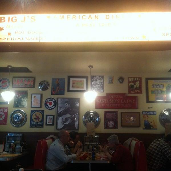 Foto scattata a Bernie's Diner da Eduard R. il 4/23/2013