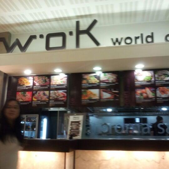 รูปภาพถ่ายที่ WOK Chile โดย Xalo A. เมื่อ 10/31/2012