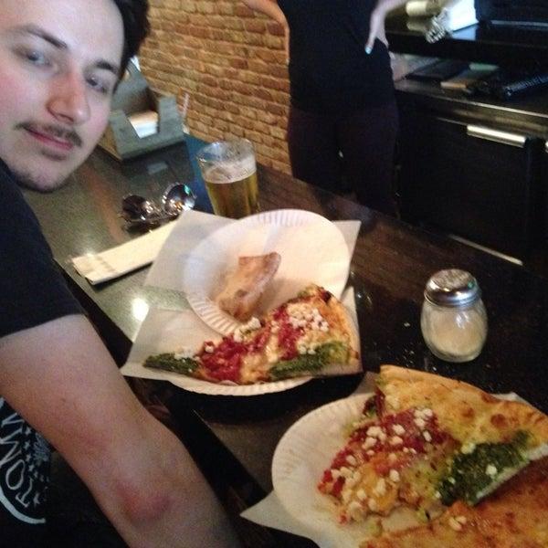 Foto scattata a The Pizza Pub da Maureen M. il 6/23/2014