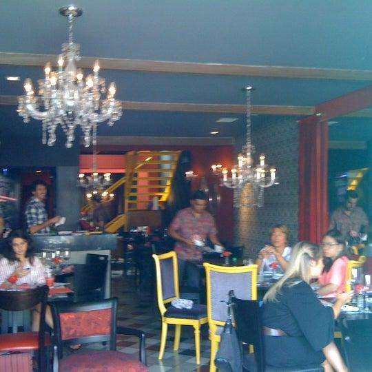รูปภาพถ่ายที่ Restaurante Almodovar โดย Helena C. เมื่อ 2/23/2013