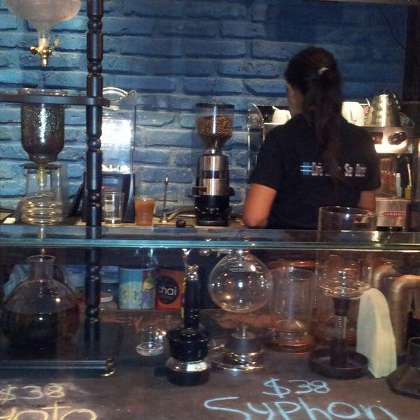 Foto diambil di Arts & Coffee Co. oleh Jury N. pada 7/11/2013