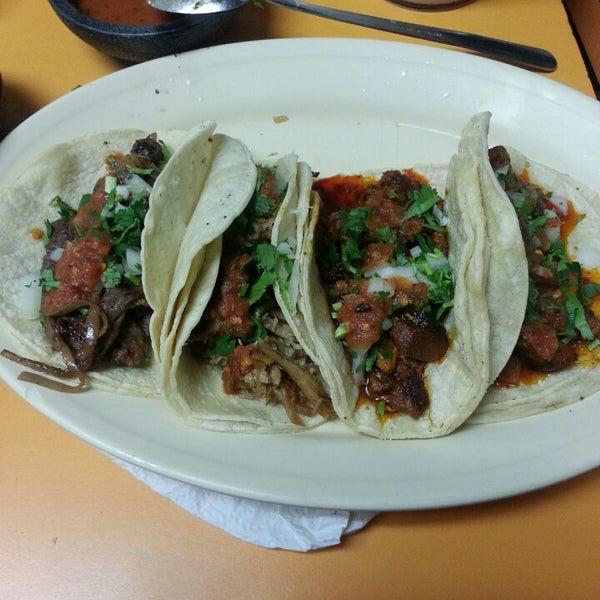 Снимок сделан в La Mexicana Bakery пользователем Fernando C. 5/9/2013