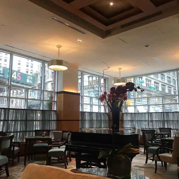 Foto scattata a Hotel Giraffe da Marie F. il 1/17/2019