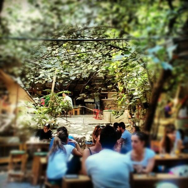 10/6/2012 tarihinde Kostas F.ziyaretçi tarafından six d.o.g.s'de çekilen fotoğraf