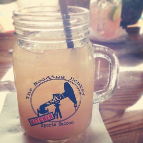 8/16/2013にDeAndre U.がThe Nodding Donkey - SMU Blvdで撮った写真