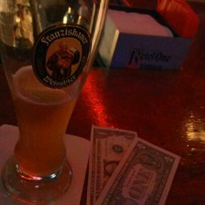 Foto scattata a Bourbon Street Restaurant and Catering da Dean il 11/2/2012