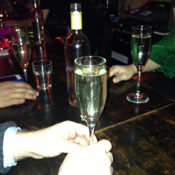 Foto tomada en OAK Restaurant & Wine Bar por Maria el 1/1/2013