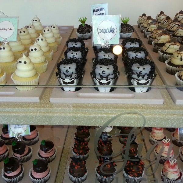 10/22/2013 tarihinde Benjamin D.ziyaretçi tarafından Gigi's Cupcakes'de çekilen fotoğraf