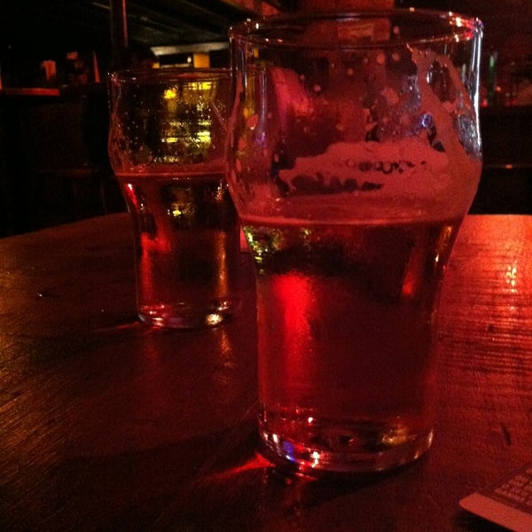 5/10/2013にYula M.がOzzie Pubで撮った写真