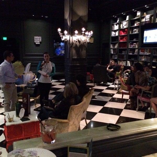 Foto tomada en The Lady Silvia Lounge por Zachary M. el 2/28/2014