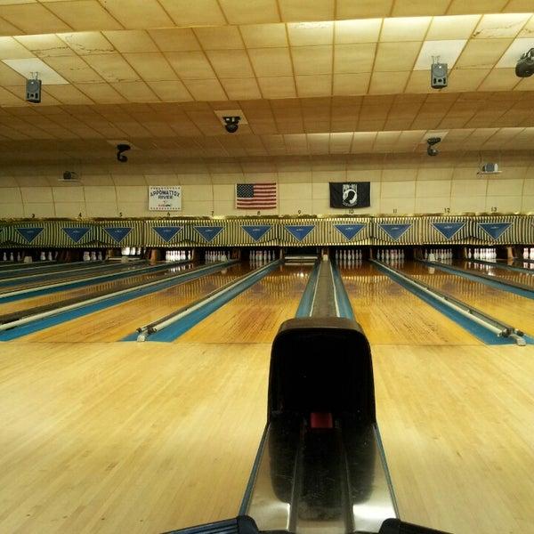 Das Foto wurde bei Oaklawn Bowl von Fred A. am 1/11/2014 aufgenommen