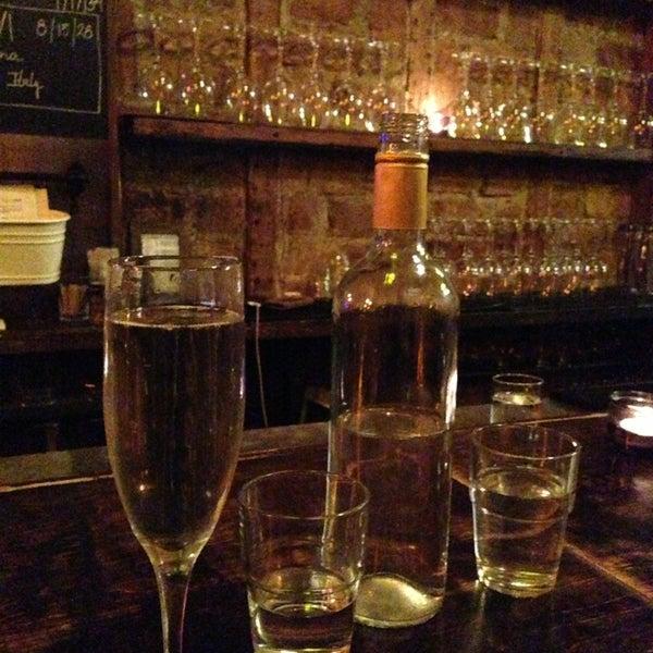 Foto tomada en OAK Restaurant & Wine Bar por David H. el 1/1/2013