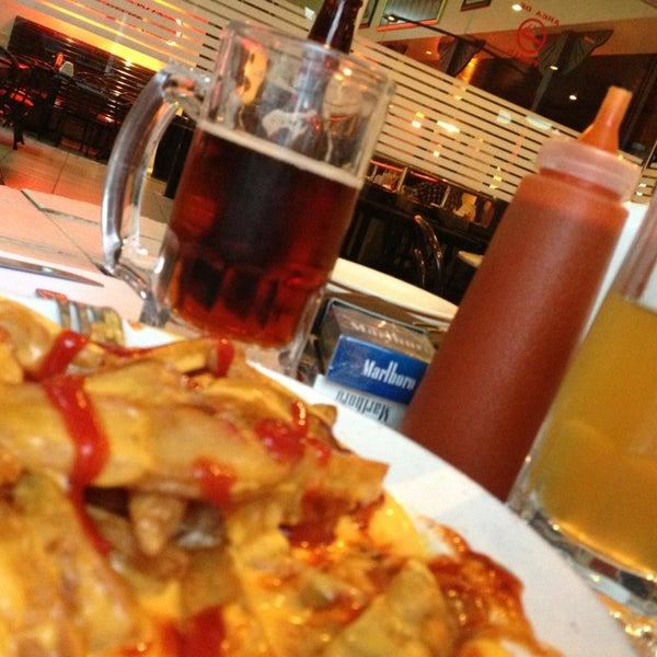 Снимок сделан в Mama's Pizza пользователем Mym P. 7/17/2013