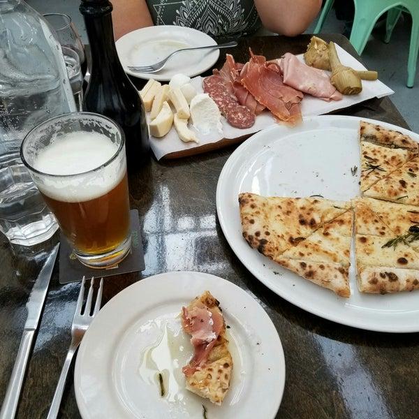 รูปภาพถ่ายที่ Sottocasa Pizzeria โดย ᴡ M. เมื่อ 5/25/2018