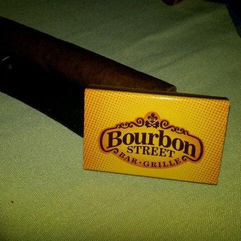 Foto tirada no(a) Bourbon Street Bar & Grille por Christopher B. em 9/15/2012