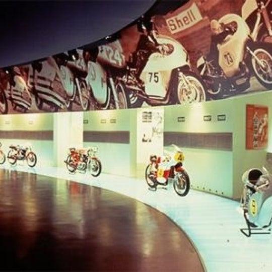 3/26/2013 tarihinde Syakir S.ziyaretçi tarafından Ducati Motor Factory & Museum'de çekilen fotoğraf