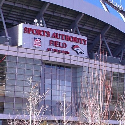Foto diambil di Broncos Stadium at Mile High oleh Elias Z. pada 12/2/2012