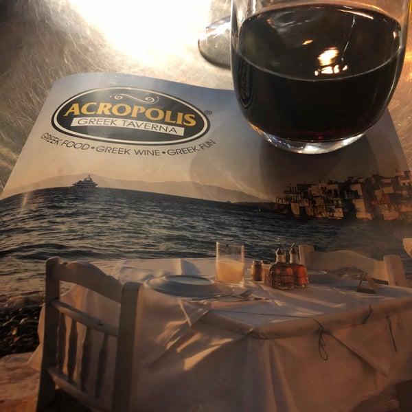 Foto tirada no(a) Acropolis Greek Taverna por Mark B. em 1/19/2020