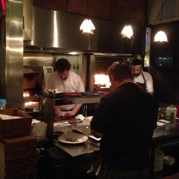 Foto tomada en Woodfire Grill por Roy R. el 1/24/2013