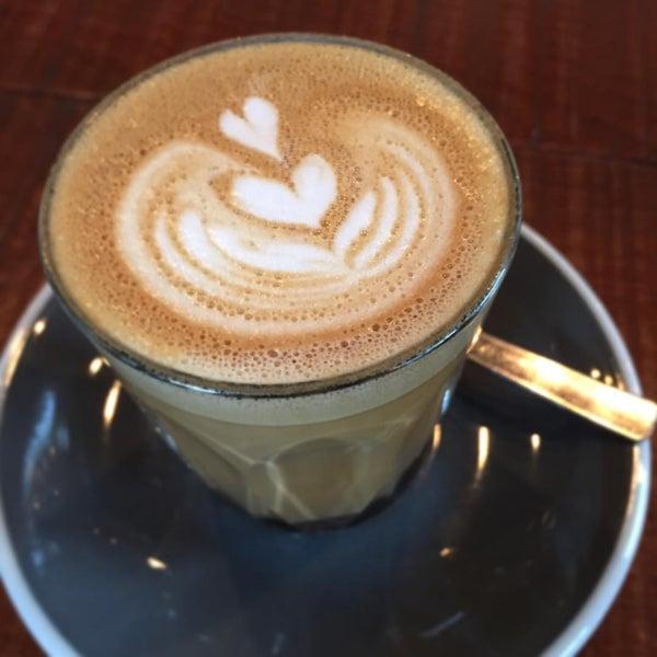 Foto tomada en Established Coffee por Steven A. el 8/23/2015