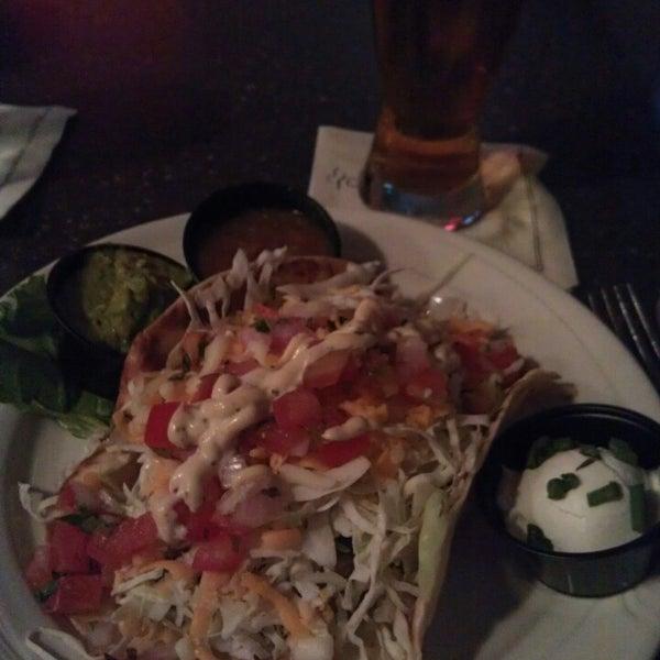 Foto tirada no(a) 4th Floor Grille & Sports Bar por Jackie em 9/29/2013