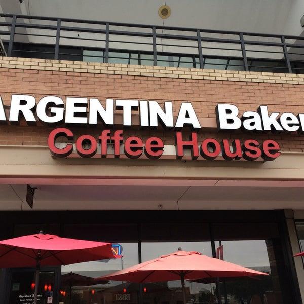 Foto scattata a Argentina Bakery da Seiichi I. il 1/7/2018