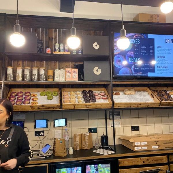 Foto diambil di Crosstown Doughnuts & Coffee oleh Wasya pada 11/9/2019