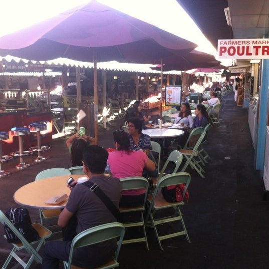 Das Foto wurde bei The Original Farmers Market von Stuart L. am 10/8/2012 aufgenommen
