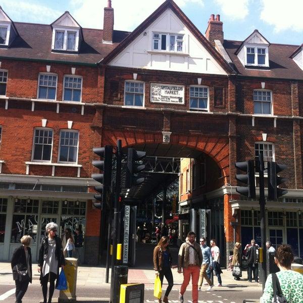 Foto tomada en Old Spitalfields Market por Elisabeth M. el 4/21/2013