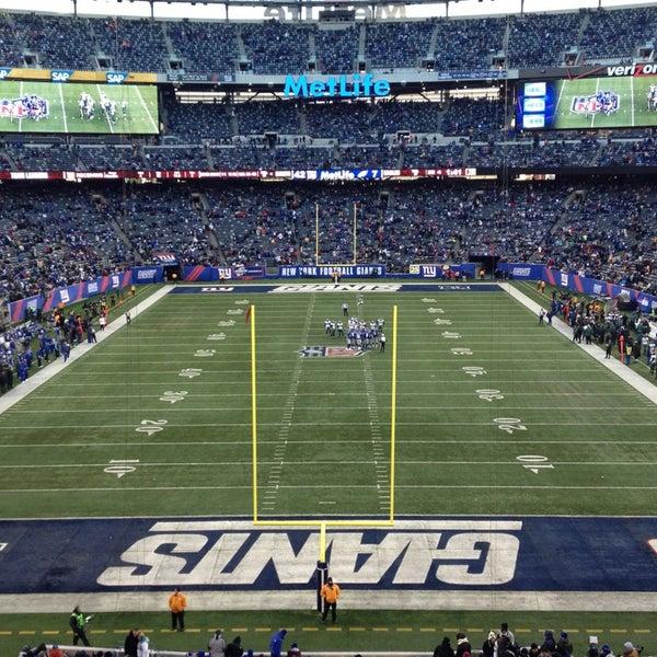 รูปภาพถ่ายที่ MetLife Stadium โดย Lalo E. เมื่อ 12/30/2012