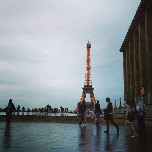 Photo prise au Place du Trocadéro par jj d. le6/21/2013