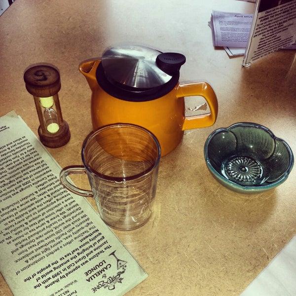 รูปภาพถ่ายที่ Tea Zone & Camellia Lounge โดย Eka B. เมื่อ 4/27/2014