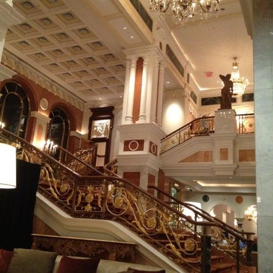 Foto scattata a Lotte New York Palace da Mike E. il 9/6/2012